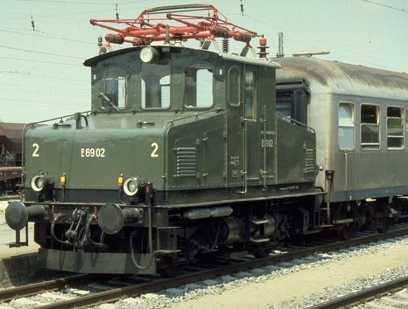 E69 02