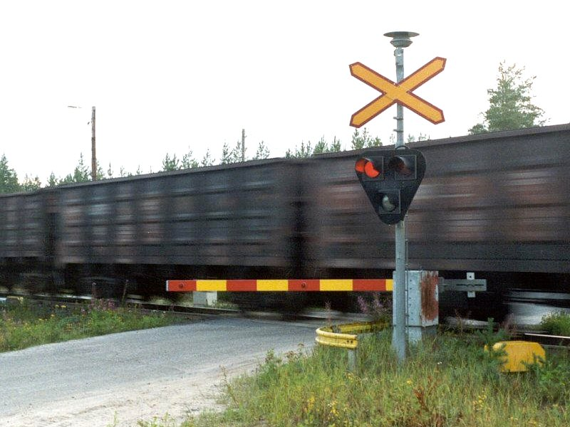 Finnish_level_crossing_activated