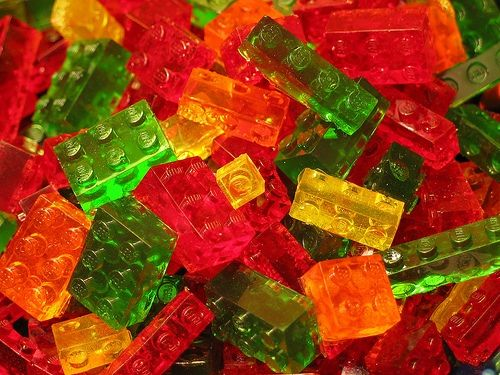 edible-gummy-lego-bricks-1