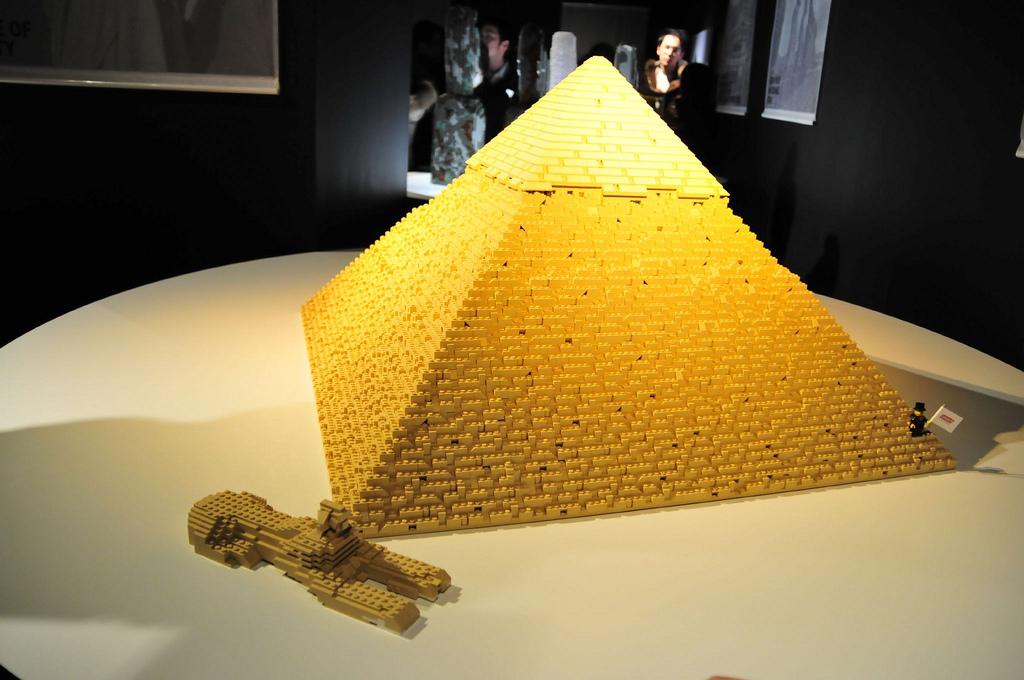 lego-pyramid-3