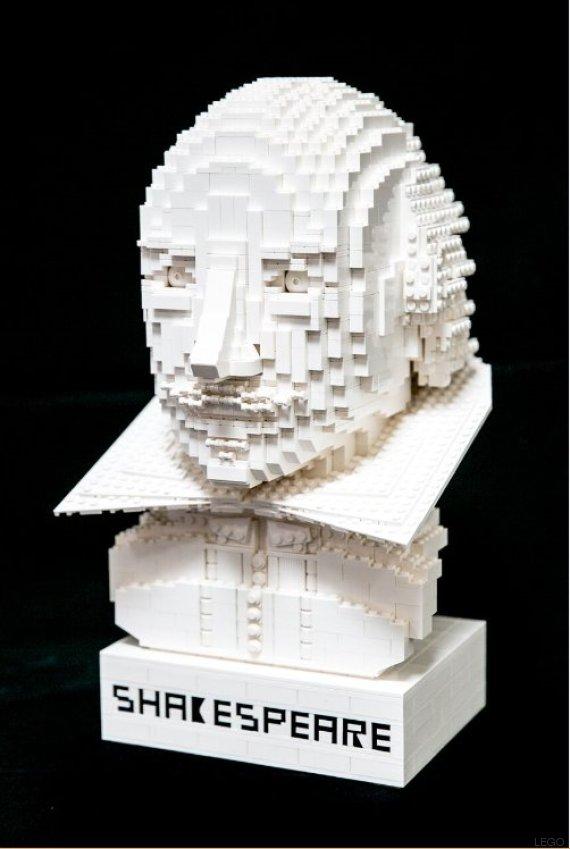 o-BUSTO-SHAKESPEARE-LEGO-570